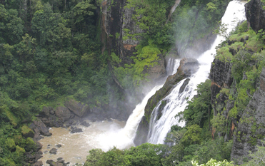 バリラタ国立公園ロウナ大滝