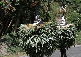 トーライ族の成人儀式