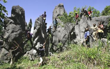 ケマセ奇石・洞窟探検ツアー